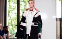 Settimana della Moda uomo di Parigi: il nuovo look di Valentino è retrò-casual e senza abiti