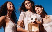 Marc Jacobs fête les dix ans du parfum Daisy avec Kaia Gerber