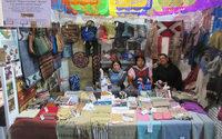 Los artesanos mexicanos exponen sus textiles en feria artesanal en Milán