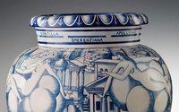Pitti Uomo, da Richard Ginori mostra su un vaso di Gio Ponti