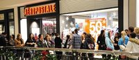 Aeropostale holiday sales slide, losing out to rivals