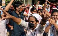 El textil de Bangladesh protesta de nuevo por los bajos salarios, de un mínimo de 83 euros al mes
