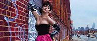 Katy Perry posta nas redes fotos da campanha para Moschino