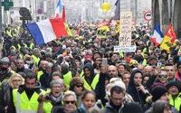 Gilets jaunes : mobilisation en hausse, mais tension moindre