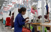Au Cambodge, les salaires des travailleurs du textile augmentent légèrement