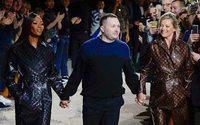 Показ Louis Vuitton в Париже: прощание Кима Джонса в британском стиле