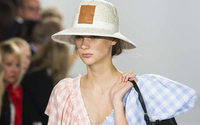 Paris Fashion Week: il trionfo scultoreo di Loewe