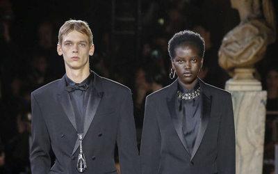 Chanel Eyewear   Luna Bijl prend la pose pour Karl Lagerfeld ... 9cf4a3adc37