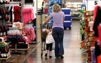 US retail sector rebound boosts workers' wages, executive bonuses