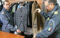 Gdf scopre laboratorio di false griffe a Porto Recanati
