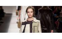 Desfiles de Milão: Karl Lagerfeld apresenta linhas retas na Fendi
