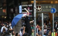 Hong Kong: vendite al dettaglio in picchiata, maglia nera a orologi e gioielli