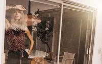 Topmodel Julia Stegner lächelt nun für Comma