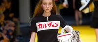 カルヴェンが日本語ロゴ発表で話題に 2015年春夏コレクション