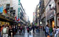 Hongkoneses y chinos, los turistas que más compran en España