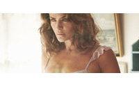 Triumph fait passer Helena Christensen du rang d'égérie à styliste