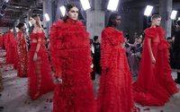 Valentino seduce Tokio con un show de moda y arte