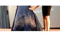 Spinali Design lancia 'Caresse', l'abito che s'illumina accarezzandolo