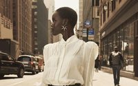 Adut Akech en citadine moderne pour H&M Studio