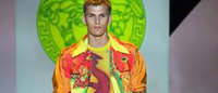 L'atleta di Versace tra rigore e libertà