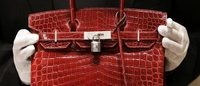 Atriz Jane Birkin pede à Hermès que retire seu nome de mala de crocodilo