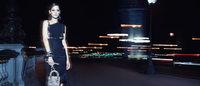 Diorのアイコンバッグ「レディ ディオール」新広告は夜のパリが舞台に