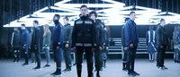 adidas Originals subverte a moda masculina tradicional com desfile futurista