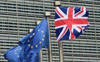 Brexit: Londres concorda com breve extensão do período de transição