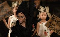 Frank Sorbier profite de la Couture pour réintroduire du prêt-à-porter