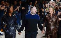 "Kim Jones se despide muy ""british"" de Louis Vuitton en París"