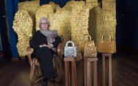 La colombiana Olga de Amaral baña en oro el bolso Lady Dior