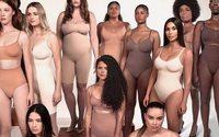 Adieu Kimono, Kim Kardashian rebaptise sa gamme de sous-vêtements Skims