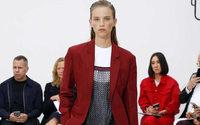 Moda en Downing Street: no se menciona el Brexit pero se habla de Chanel