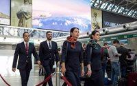 Le divise Alitalia di Alberta Ferretti debuttano ufficialmente