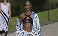 Koché lleva la resistencia de la moda a un parque de París