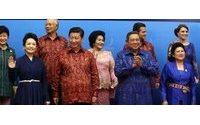 Brunei Sultan leads Asia summit fashion parade