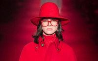 'Genderless' fashion rocks the luxury sector