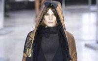 Akris, abundancia de abrigos para mujeres ajetreadas