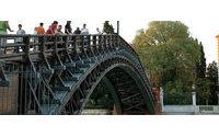Luxottica finanzia il restauro del Ponte dell'Accademia di Venezia