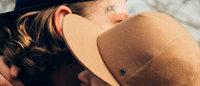 マッキントッシュがシャネル傘下「メゾンミッシェル」とコラボ、ゴム引きの帽子を制作