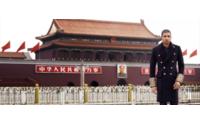 Fotógrafo português expõe em Macau trabalho de moda em locais icónicos de Pequim