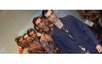 Emporio Armani desabotona al hombre, y Gucci le viste con flores en Milán