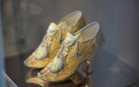 Ausstellung zeigt historische Damenmode