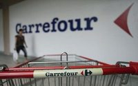France's Carrefour presents cautious outlook and dividend cut