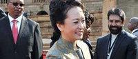 China coloca a su primera dama en la lista de las mejores vestidas del mundo