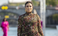 L'Oréal desfila sobre el Sena con sus modelos de la diversidad