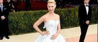 Claire Danes de Cinderela com vestido de fibra ótica de Zac Posen