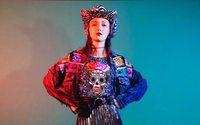 La moda mexicana artesanal rinde homenaje al Día de Muertos