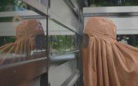 Paisley hüllt Männer in Burkas