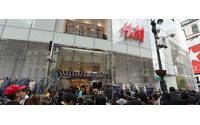 Открытие флагманского бутика H&M с участием Джона Ледженда собрало огромное количество людей